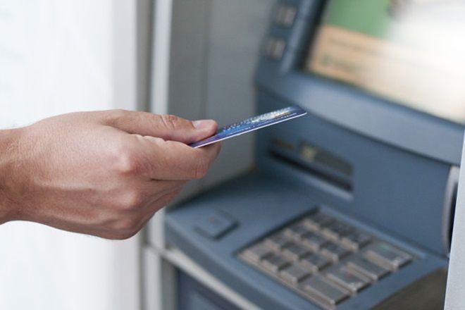 இனி ATM-ல் இருந்து ரூ.5000 மேல் எடுத்தால் கட்டணம் வசூலிக்கப்படும்!